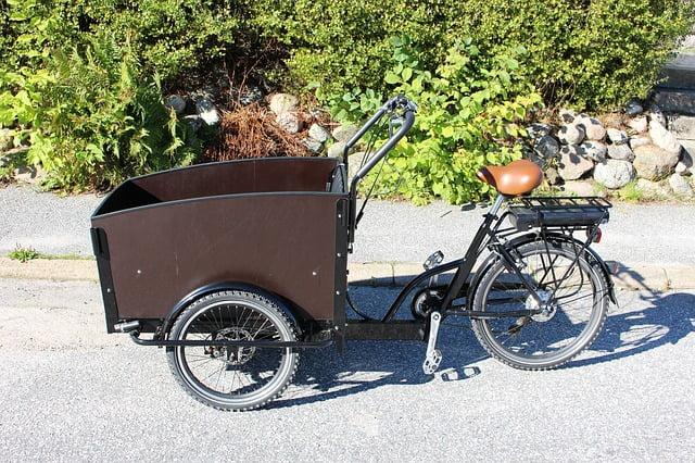 vélo électrique cargo marron