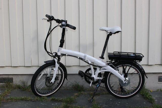 vélo électrique pliant blanc